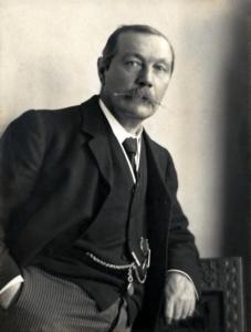 Arthur_Conan_Doyle_by_Walter_Benington,_1914